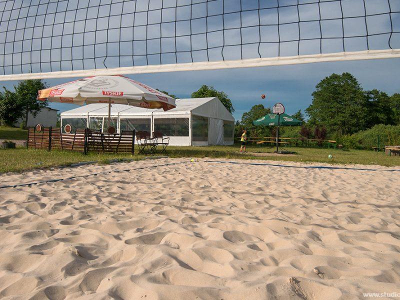 Boisko do siatkówki z piaskiem prosto z Łeby